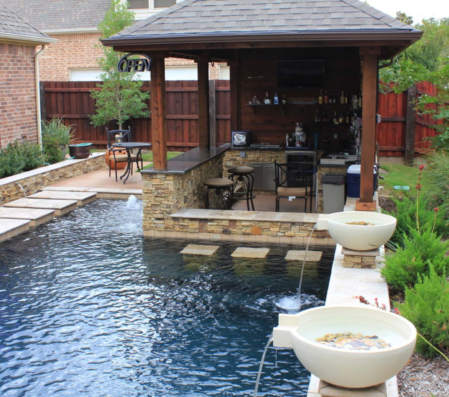 Outdoor BBQ Pits & Patios